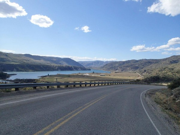 Diving down to the Columbia River Road. photo: C. Heg