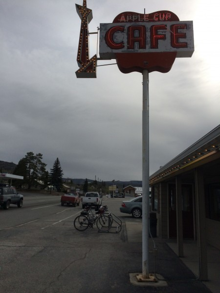 Stopping for a cuppa joe at Apple Cup in Lake Chelan. photo: D. Banks